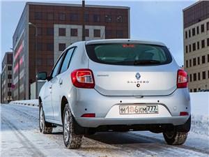 Renault Sandero 2013 вид сзади