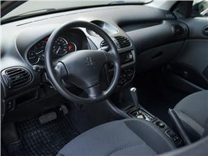 Peugeot 206 2006 водительское место