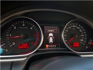 Audi Q7 2010 приборная панель