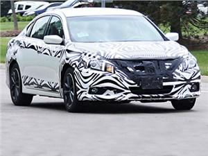 Обновновленная версия седана Nissan Altima уже проходит дорожные тесты