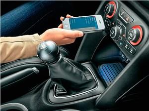 Развитие «автомобильных» программ для смарт-фонов позволяет им максимально взаимодействовать с мультимедийной системой машины