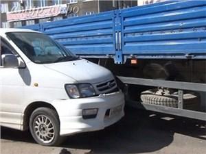 Водителям грузовиков и автобусов запретят идти на обгон
