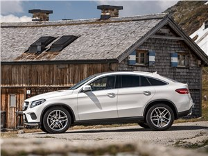 Mercedes-Benz GLE Coupe 2016 вид сбоку