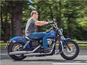 Harley-Davidson Street Bob 103 вид сбоку