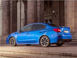 Subaru WRX 2015 вид сбоку