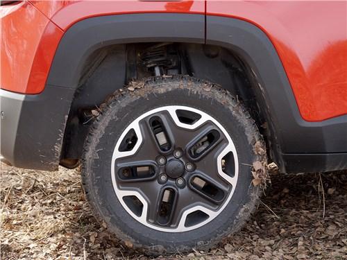 Предпросмотр jeep renegade 2014 переднее колесо