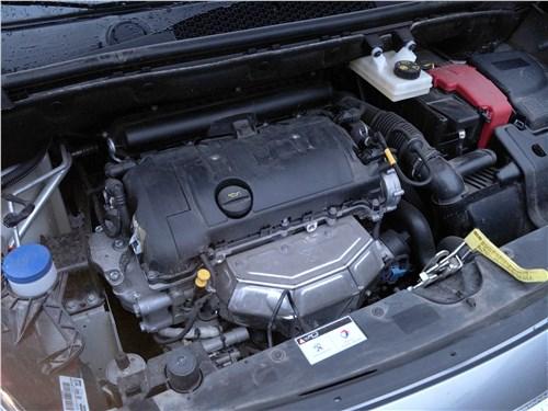 Peugeot Partner Tepee 2016 моторный отсек