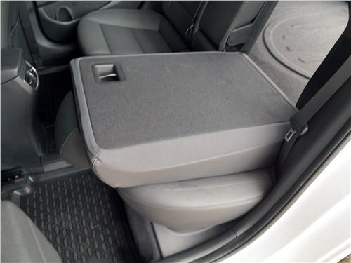 Hyundai Elantra 2019 задний ряд