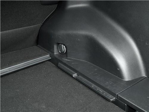 Toyota RAV4 2019 багажное отделение