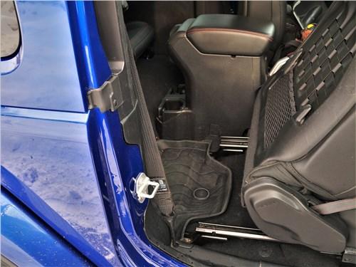 Jeep Wrangler (2018) передние кресла