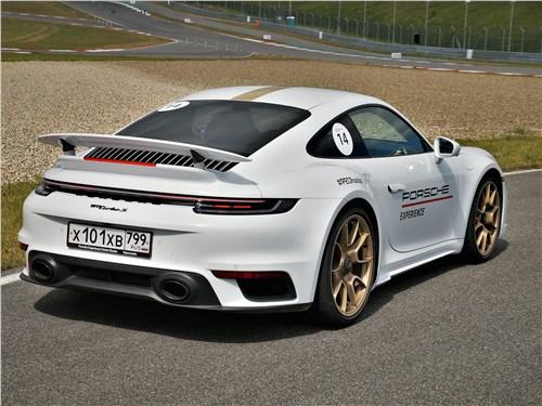 Porsche 911 Turbo S VIII (2018) вид сзади