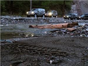 Land Rover Discovery 2014 колонна
