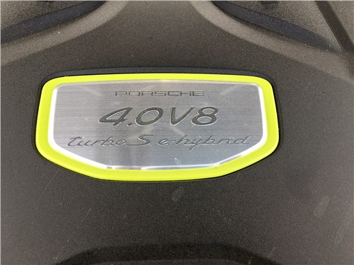 Предпросмотр porsche cayenne turbo s e-hybrid coupe 2020 моторный отсек