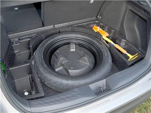Toyota C-HR 2016 багажное отделение