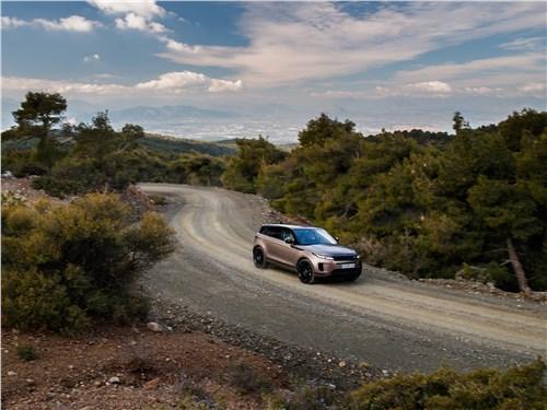 Land Rover Range Rover Evoque 2020 на дороге