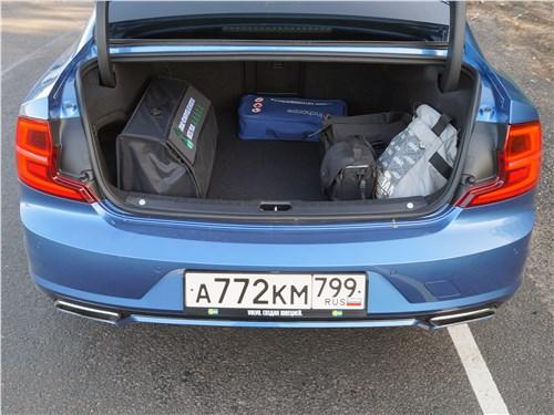 Volvo S90 2019 багажное отделение
