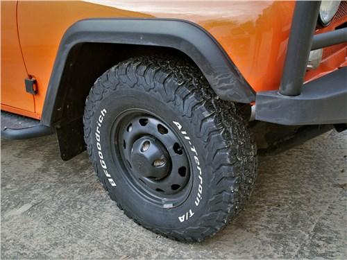 UAZ Hunter (2003) переднее колесо