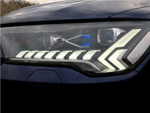 Audi Q7 (2020) передняя фара