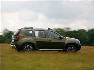 Renault Duster 2015 вид сбоку