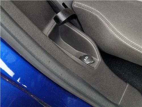 Ford EcoSport 2013 розетка на 12 В