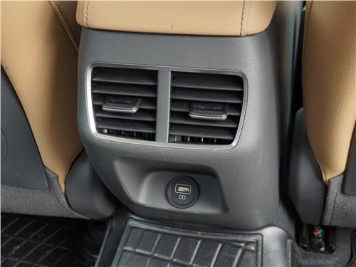 Hyundai Sonata 2020 климат для второго ряда