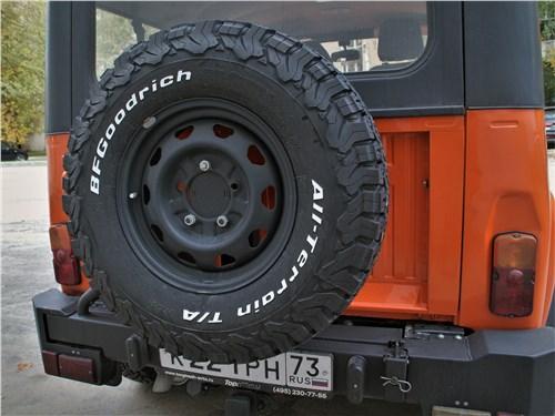 UAZ Hunter (2003) запасное колесо