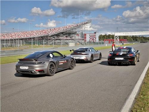 Porsche 911 Turbo S, 911 GT3 и Cayman GT4 на трассе Moscow Raceway