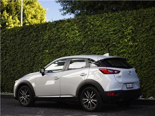 Mazda CX-3 2015 вид сзади