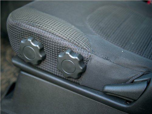 Nissan Pathfinder 2010 кресло