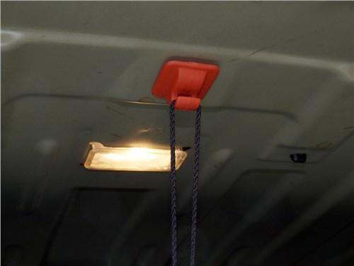 Peugeot 408 2012 крючок