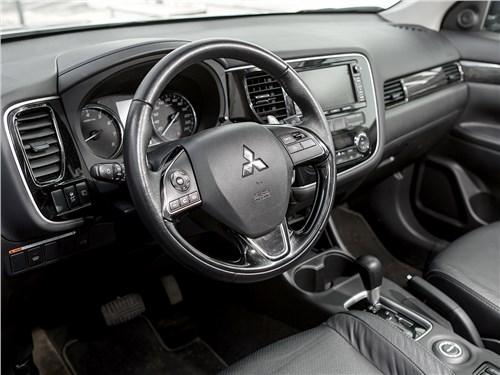 Mitsubishi Outlander 2016 водительское место