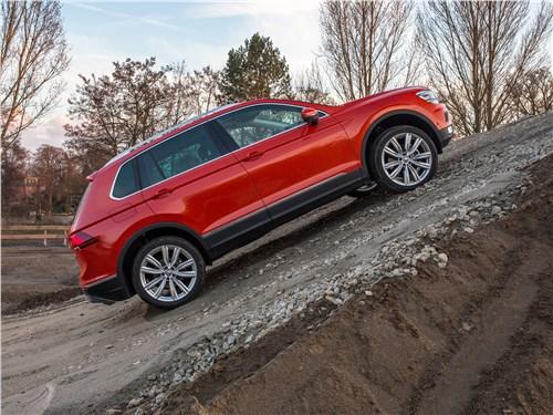 Попробуй, догони! Tiguan - Volkswagen Tiguan 2017 вид сбоку