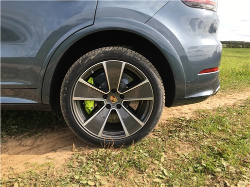 Предпросмотр porsche cayenne turbo s e-hybrid coupe 2020 задний свес