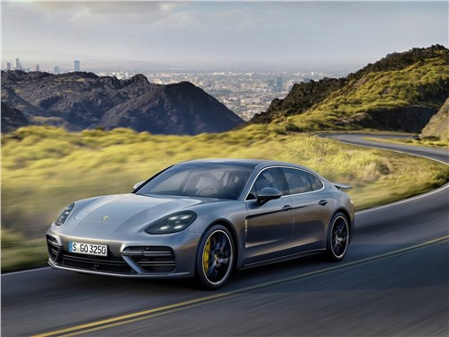 Porsche Panamera Executive 2017 вид спереди сбоку