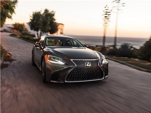 Lexus LS500 2018 вид спереди