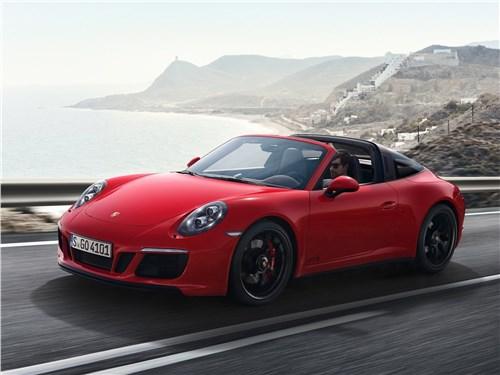 Porsche 911 GTS 2018 вид спереди сбоку