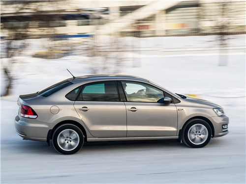 Volkswagen Polo Sedan 2016 вид сбоку