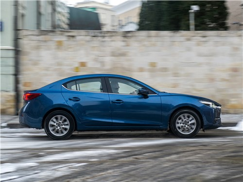 Mazda 3 sedan 2017 вид сбоку