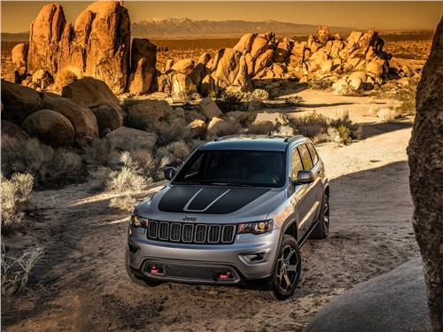 Дорогой предков (Commander V8, 5,7 л) Grand Cherokee - Jeep Grand Cherokee Trailhawk 2017 вид спереди сверху