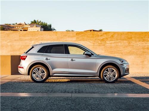Audi Q5 2017 вид сбоку
