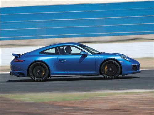 Porsche 911 GTS 2018 вид сбоку