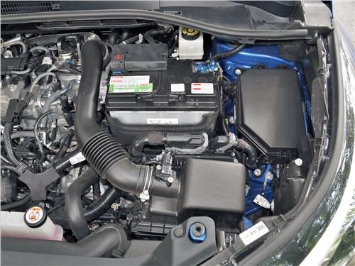 Toyota C-HR 2020 моторный отсек