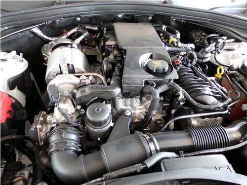 Предпросмотр jaguar f-pace 2016 моторный отсек