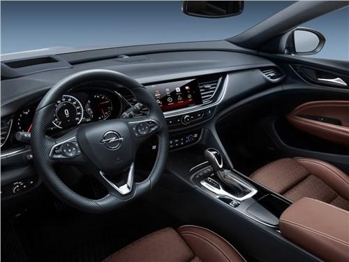 Opel Insignia Country Tourer 2018 водительское место