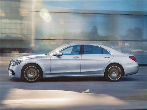 Всепогодный высший класс (Audi A8, Bentley Continental Flying Spur, Mercedes S-klasse, Volkswagen Phaeton) S-Class - Mercedes-Benz S-Class 2018 вид сбоку