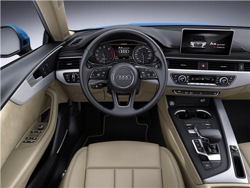 У версии g-tron салон ничем не отличается от стандартных моделей Audi А4 и А5