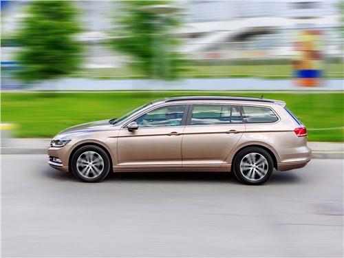 Volkswagen Passat Variant 2015 вид сбоку