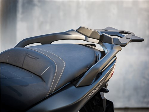 Yamaha TMAX 2017 сиденье