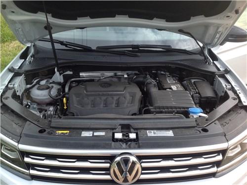 Volkswagen Tiguan 2017 моторный отсек