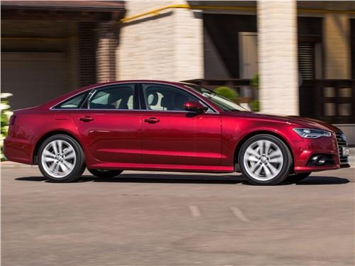 Audi A6 2015 вид сбоку